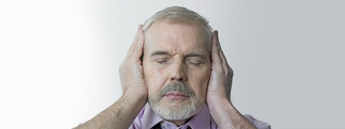 persona con problemi di udito