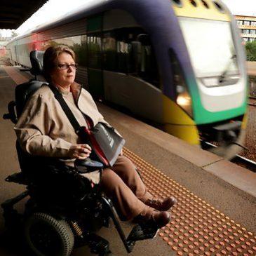Le difficoltà di una studentessa disabile a prendere il treno