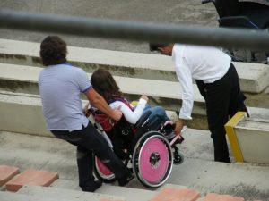 Ragazza disabile a scuola