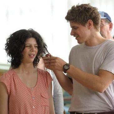Martin e Gabrielle in una scena del film Un amore fuori dal coro