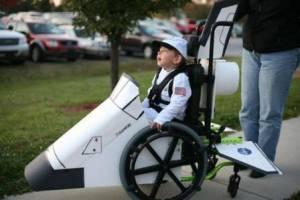 disabili-carnevale-carrozzina-astronave