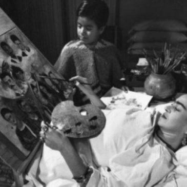 Frida Kahlo incidente: l'artista dipinge nel suo letto