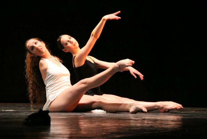 simona-atzori-danza-dipinto