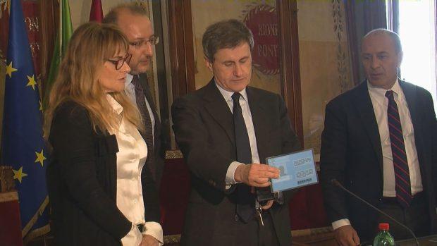 Roma contro i furbi, disponibili i nuovi pass europei per i disabili
