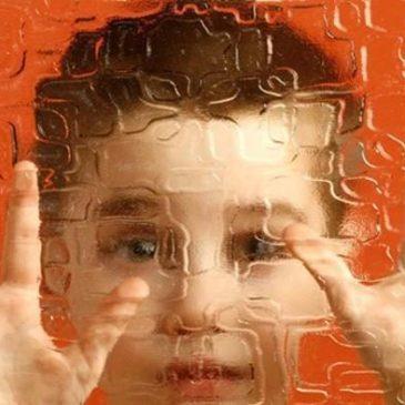 Cinque scrittori raccontano l'autismo