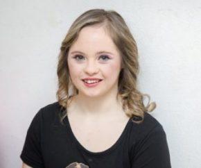 Carlotta Sanna maestra con la sindrome di Down