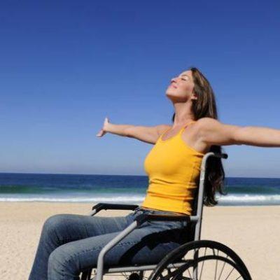 Ragazza disabile in carrozzina