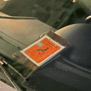 Vigile di Genova ha dichiarato guerra ai furbetti del pass per disabili