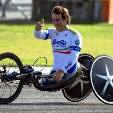 Alex Zanardi sulla sua hand bike