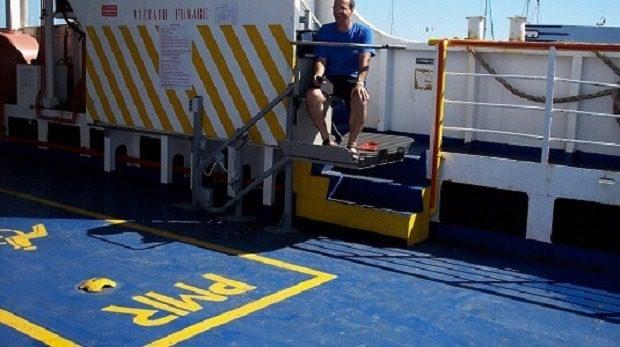 Servoscala installato su una nave