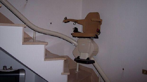 installazione servoscala a poltroncina in toscana