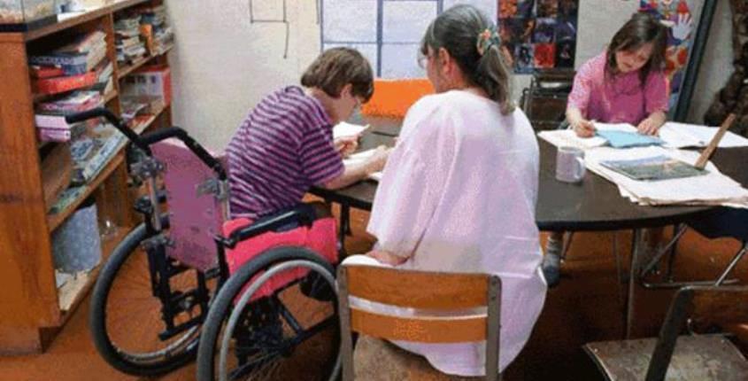Legge 104 scuola: alunno disabile con insegnante