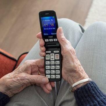 Un telefono specifico per anziani